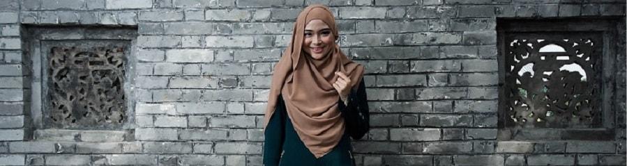Junge muslimische Frau it Hijab