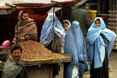 In Burka gekleidete Frauen in Afghanistan